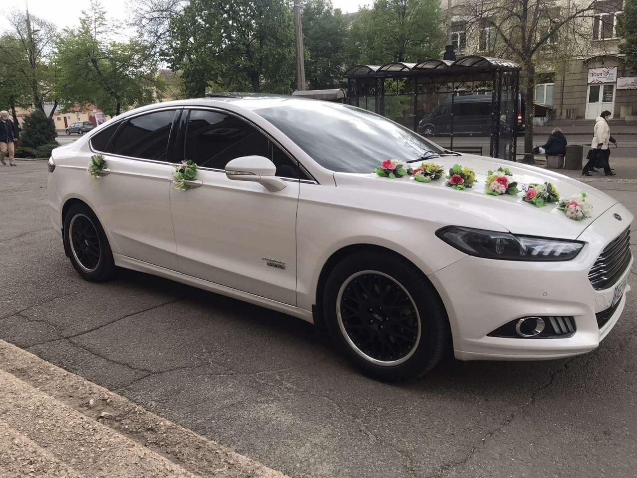 Ford Fusion (белый)